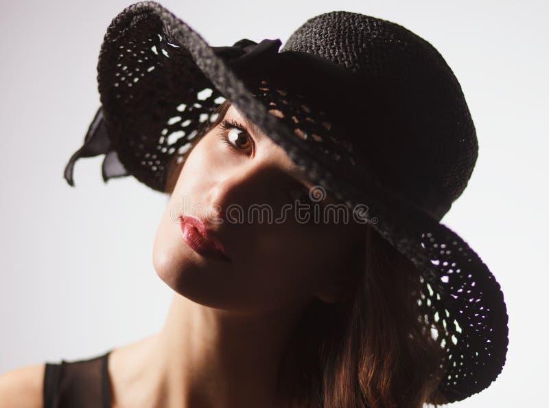 Mulher lindo da forma no chapéu do vintage fotografia de stock royalty free