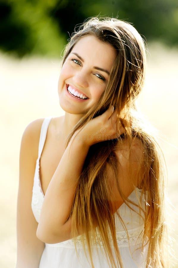 Mulher lindo do retrato imagens de stock