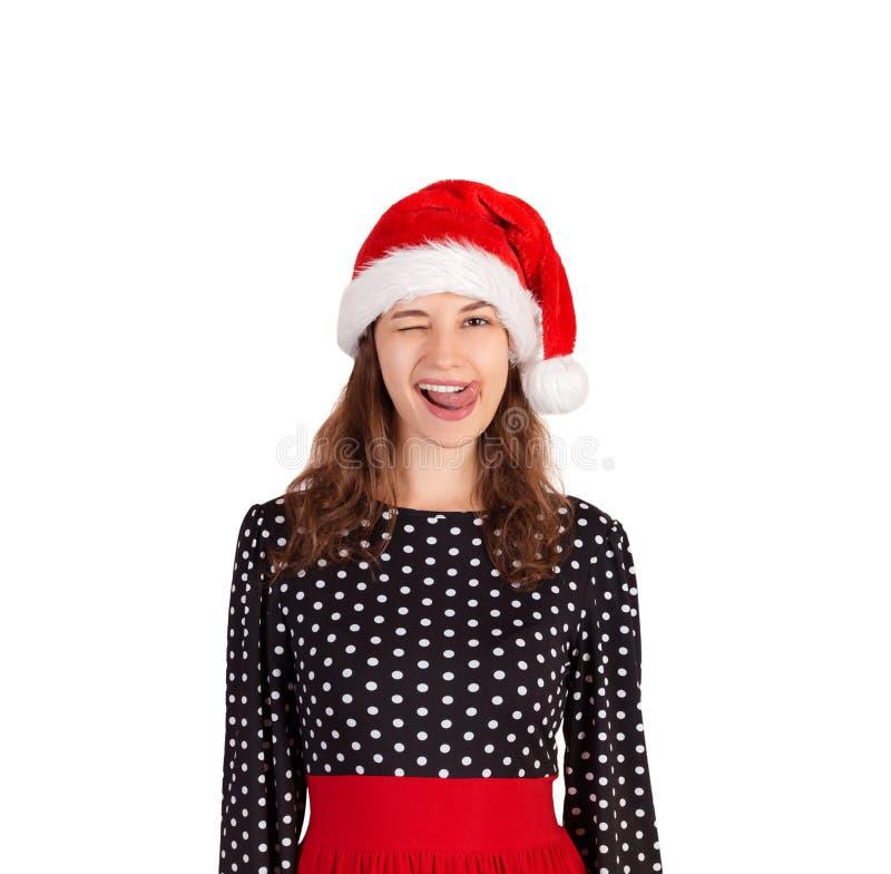 Mulher louca bonita nova no retrato do vestido menina emocional no chapéu do Natal de Papai Noel isolado no fundo branco feriado  fotos de stock
