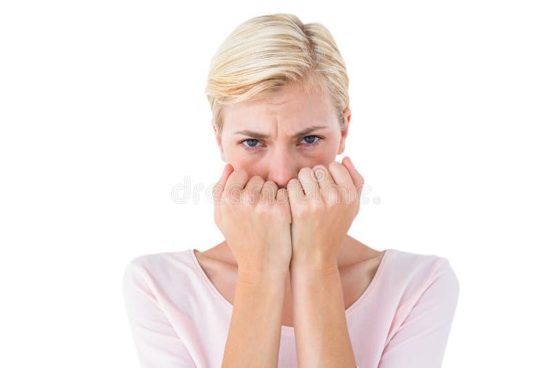 Mulher loura ansiosa que olha a câmera fotos de stock royalty free