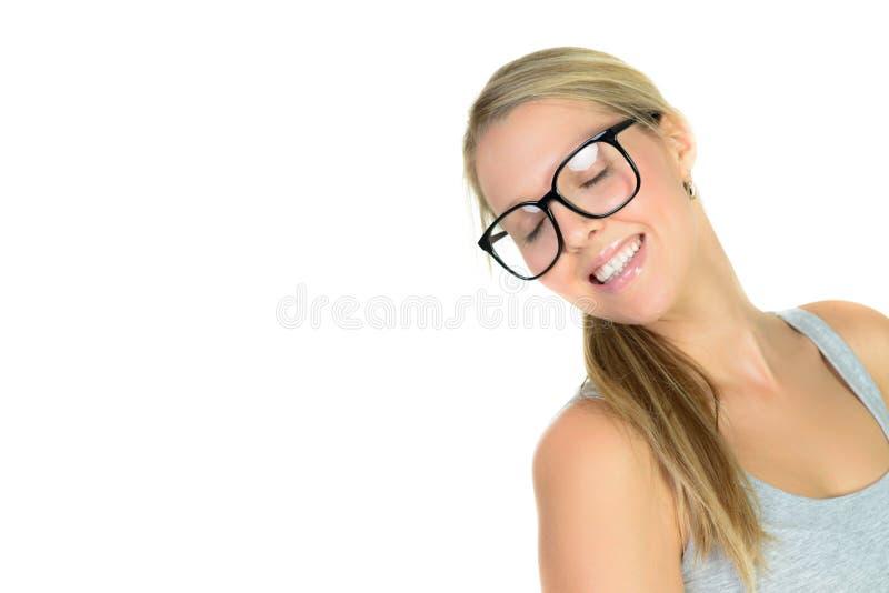 mulher loura bonita em sorrisos dos vidros imagem de stock royalty free