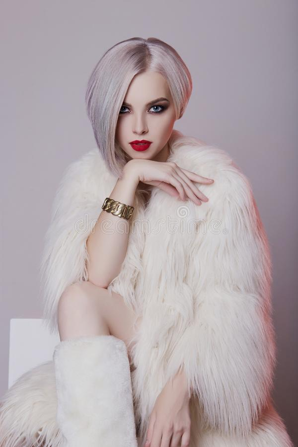 Mulher loura bonita na pele branca fotos de stock royalty free