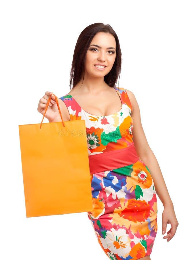 Mulher loura bonita que guardara sacos de compras imagem de stock royalty free