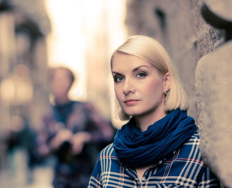 Download Mulher fora foto de stock. Imagem de roupa, scarf, lifestyle - 29832262