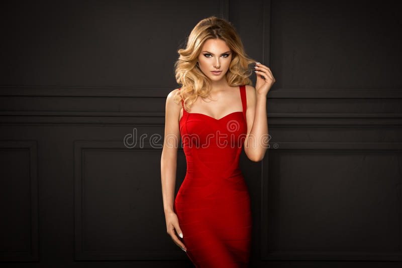 Mulher loura bonita sensual fotografia de stock royalty free