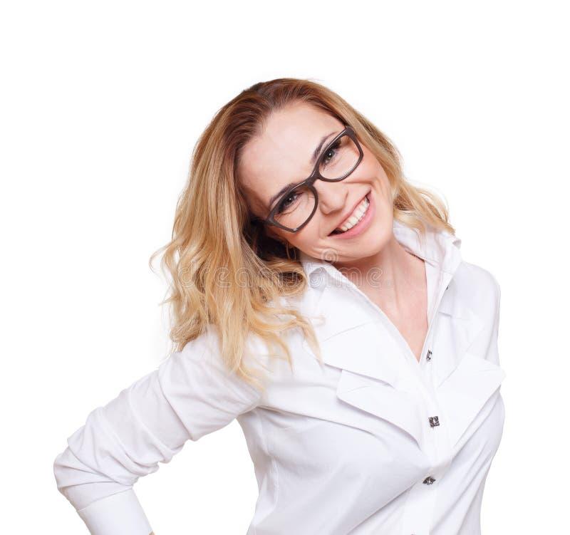 Mulher loura caucasiano alegre isolada no fundo branco foto de stock