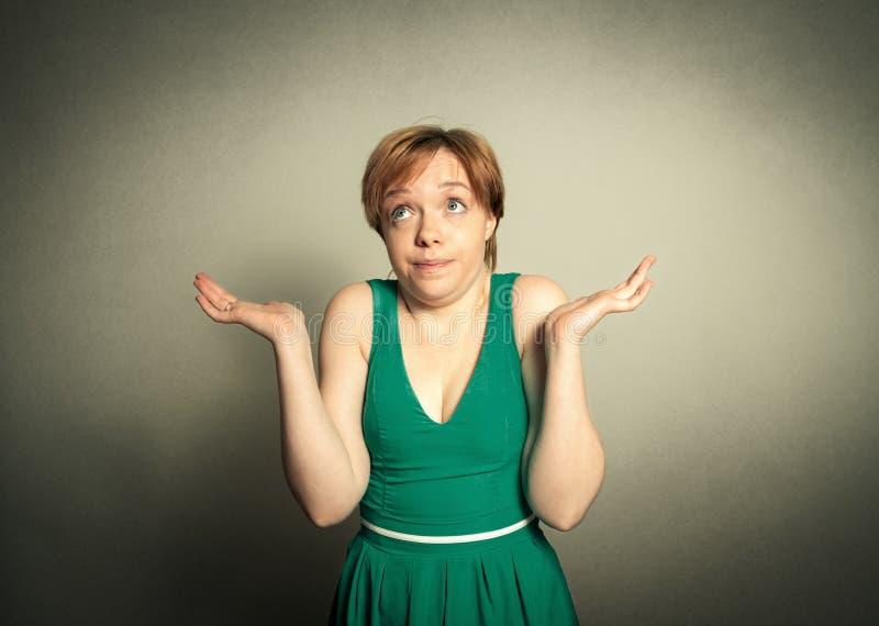 Mulher loura com expressão engraçada imagem de stock royalty free