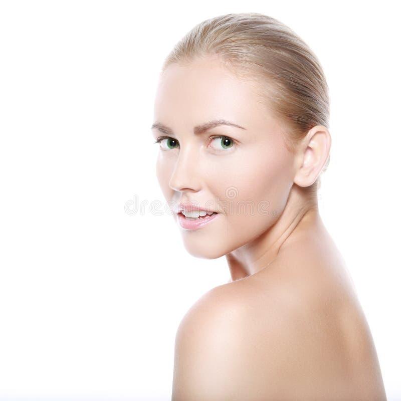 Mulher loura de sorriso bonita fotos de stock royalty free