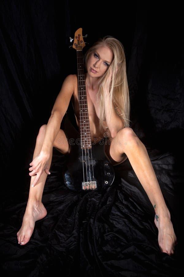 Download Mulher Loura Do Nude No Preto Imagem de Stock - Imagem de menina, preto: 80101877
