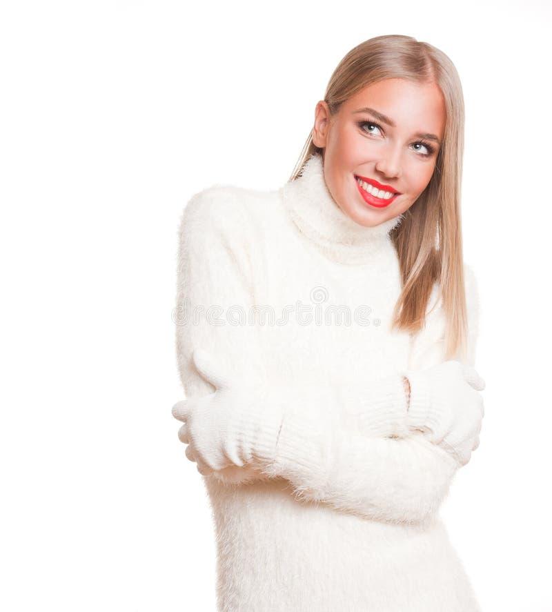 Mulher loura na forma do inverno fotografia de stock