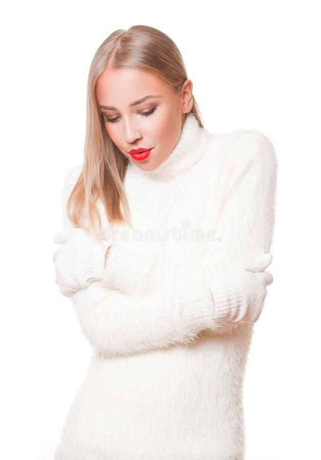 Mulher loura na forma do inverno fotografia de stock royalty free