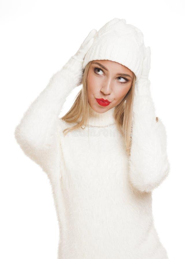 Mulher loura na forma do inverno imagem de stock royalty free