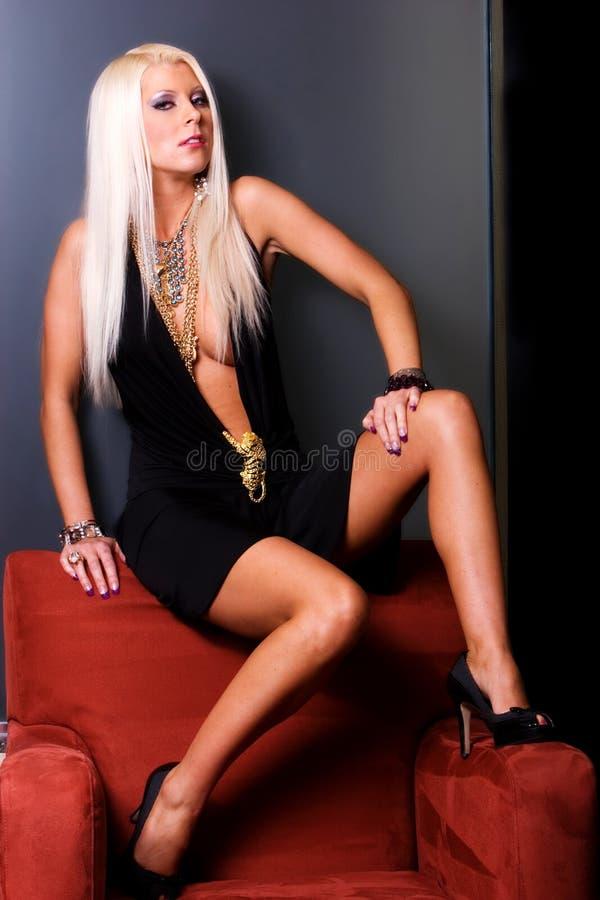 Mulher loura no vestido 'sexy' fotos de stock