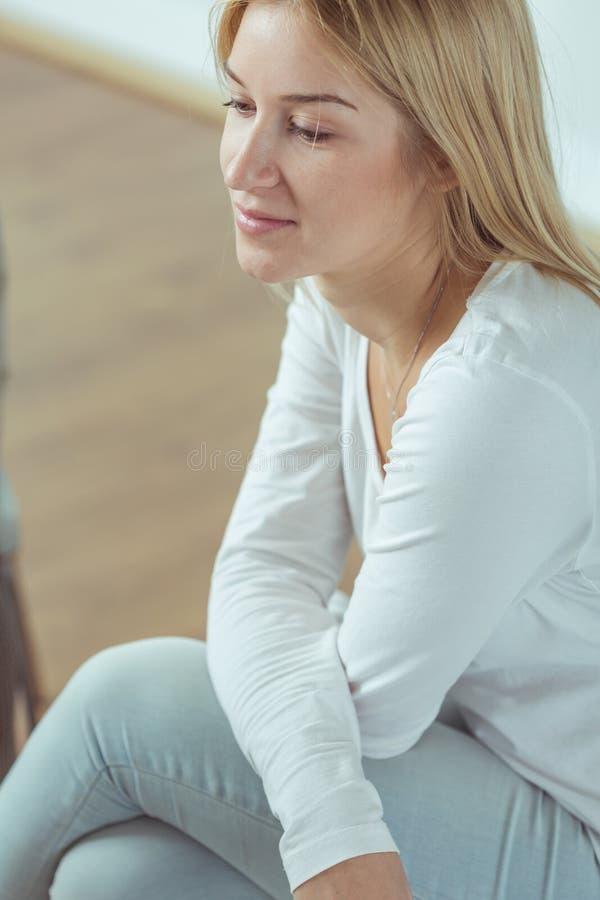 Mulher loura nova fotografia de stock