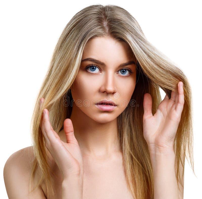 Mulher loura nova bonita com pele perfeita fotos de stock royalty free