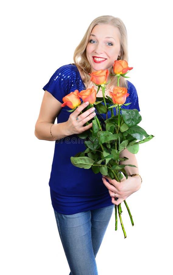 Mulher loura nova surpreendida com rosas vermelho-amarelas imagem de stock royalty free