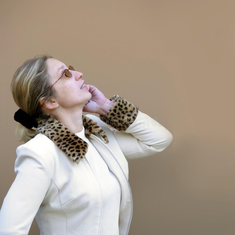 Download Mulher Loura Que Olha Acima Imagem de Stock - Imagem de blond, escutar: 62993