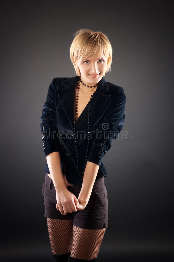 Mulher loura sexual na saia curta. fotos de stock royalty free