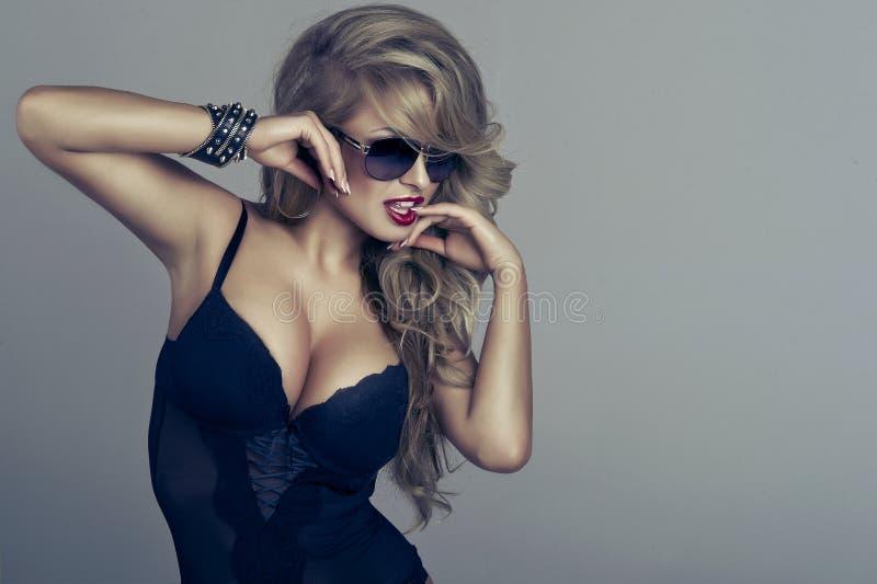 Retrato da mulher delicada bonita fotografia de stock royalty free
