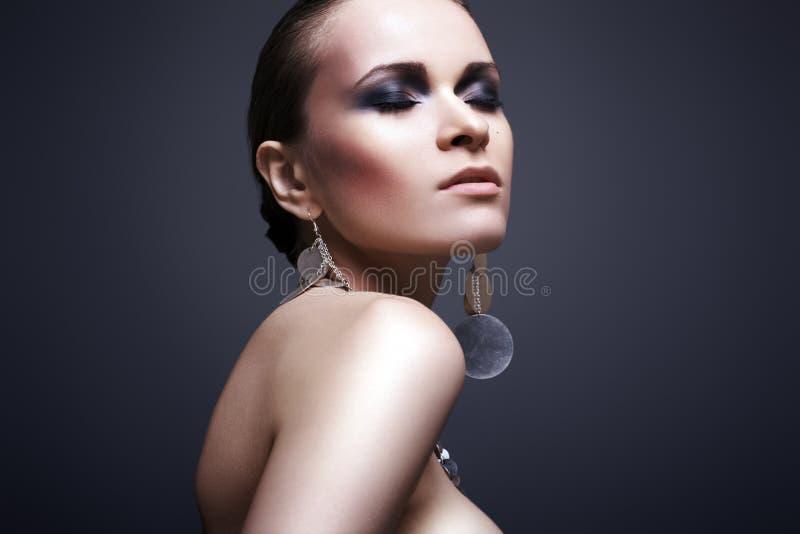 Mulher luxuosa com composição da noite fotografia de stock royalty free