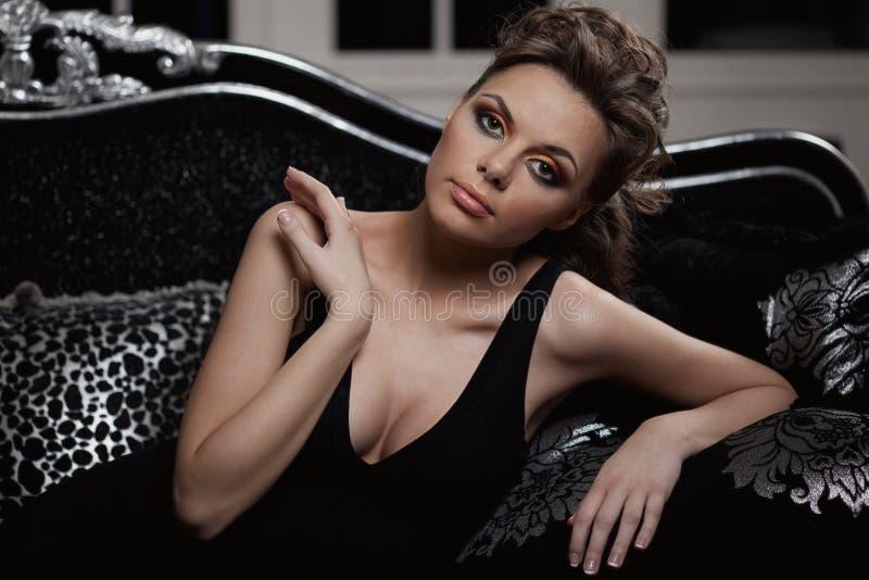 Mulher luxuosa da forma foto de stock royalty free