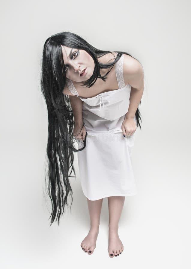 Mulher místico da bruxa que olha o imagem de stock