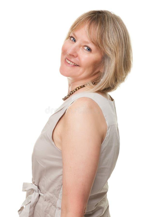 Mulher madura atrativa de sorriso feliz foto de stock
