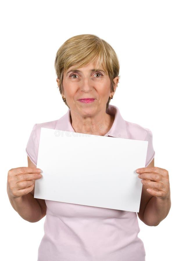 Mulher madura com sinal em branco fotografia de stock