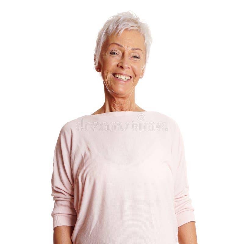 Mulher madura feliz em seus anos sessenta fotografia de stock royalty free