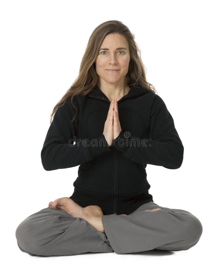 Mulher madura na posição da ioga imagem de stock royalty free