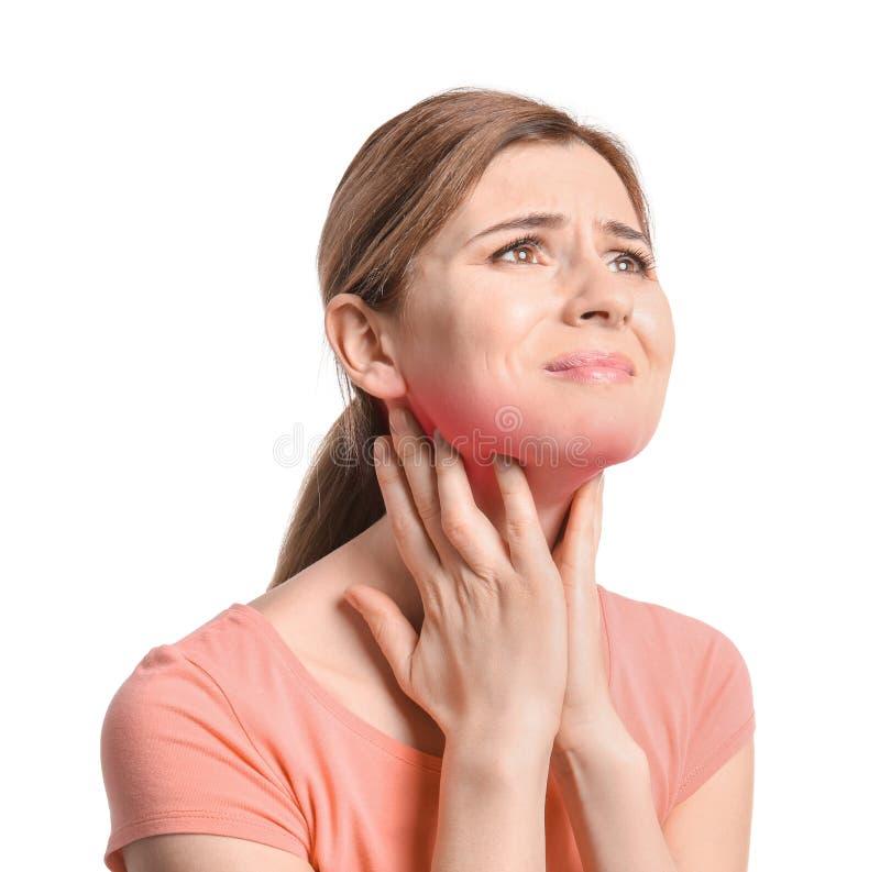 Mulher madura que sofre da garganta inflamada imagem de stock