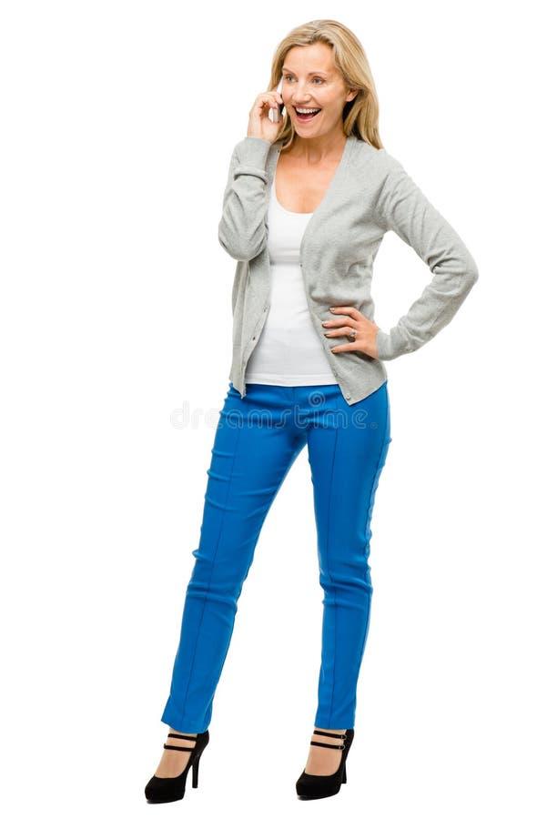 Mulher madura que usa o telemóvel isolado no fundo branco foto de stock