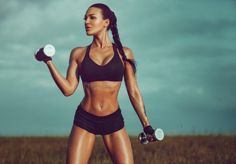 Mulher magro dos esportes foto de stock