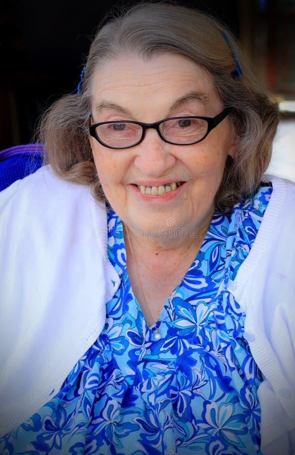 Mulher mais idosa feliz de sorriso fotografia de stock royalty free
