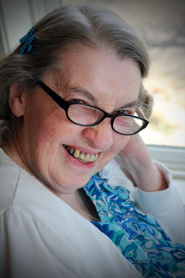 Mulher mais idosa feliz entusiasmado imagem de stock