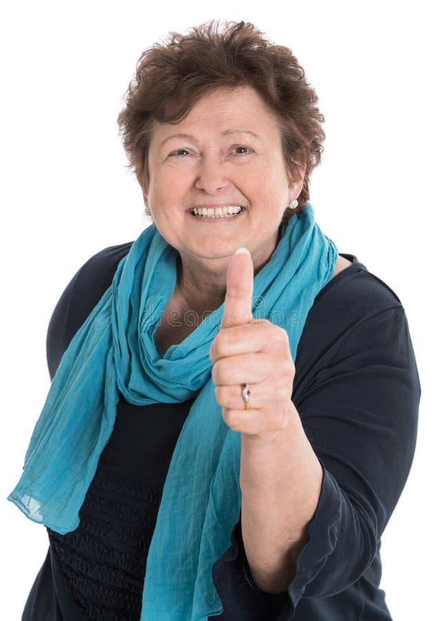 Mulher mais idosa feliz isolada com polegar acima imagem de stock royalty free