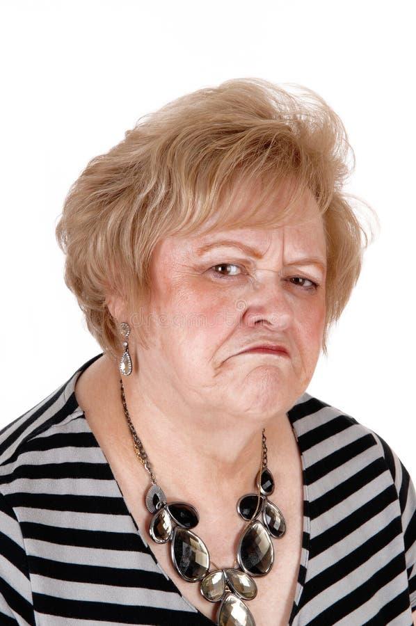 Mulher mais idosa irritada no retrato imagem de stock