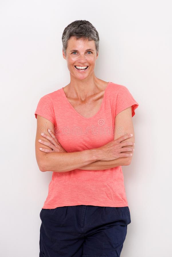 Mulher mais idosa segura que sorri contra o fundo branco foto de stock royalty free