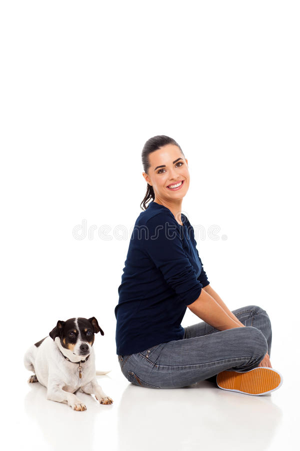 Cão de assento da mulher fotografia de stock royalty free