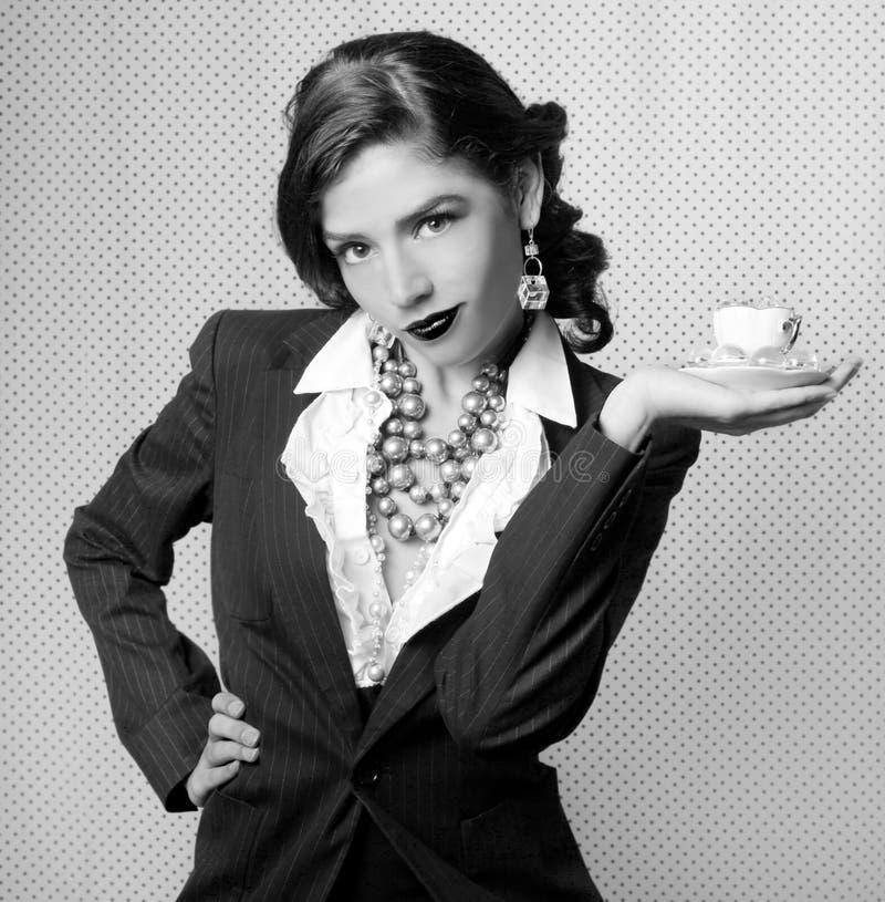 Mulher monocromática vestida no estilo retro do vintage foto de stock