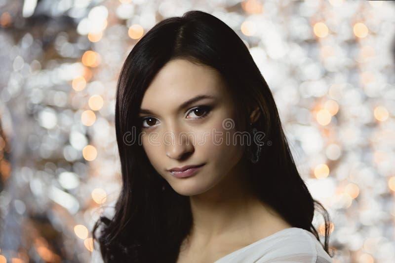 Mulher moreno bonita com penteado longo imagem de stock royalty free