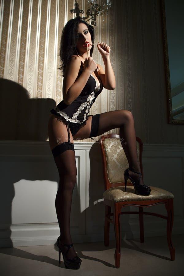 Mulher moreno 'sexy' na noite foto de stock royalty free