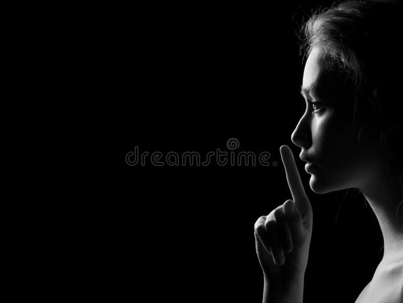 A mulher mostra o silêncio foto de stock royalty free