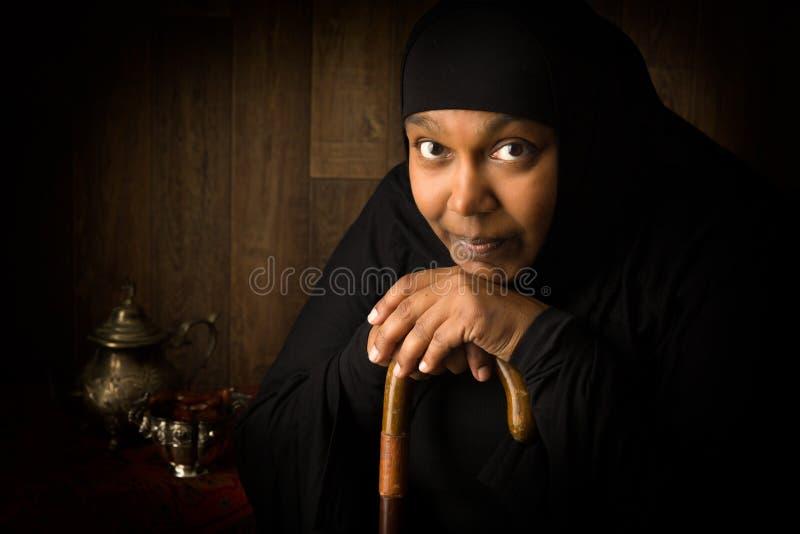 Mulher muçulmana africana pensativa imagens de stock royalty free
