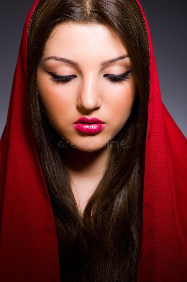 Mulher muçulmana com lenço foto de stock