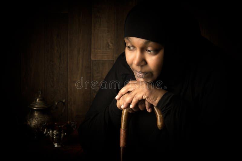 Mulher muçulmana encoberta africana imagens de stock royalty free