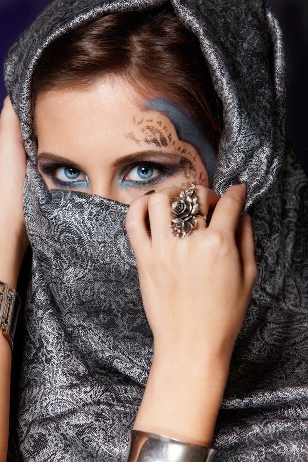 Mulher muçulmana misteriosa foto de stock royalty free
