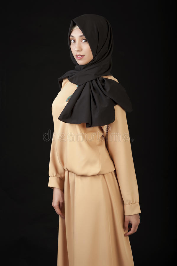 Mulher muçulmana na roupa tradicional, estúdio foto de stock royalty free