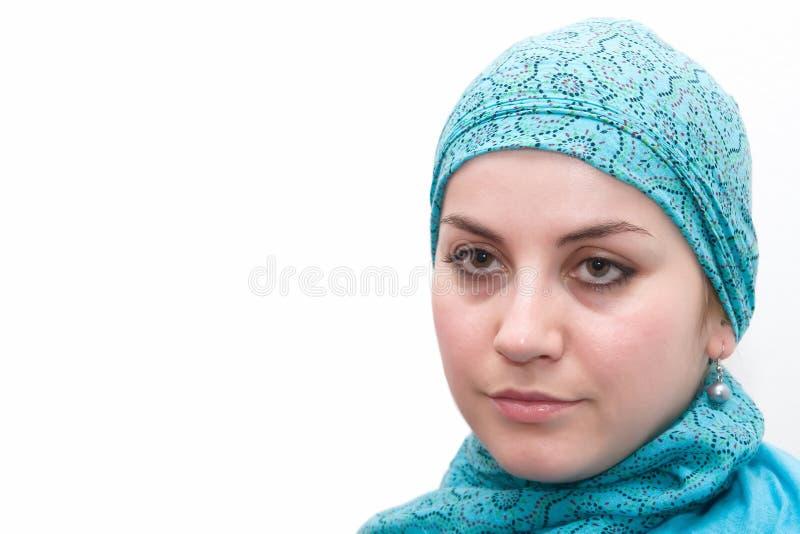 Mulher muçulmana no azul imagens de stock