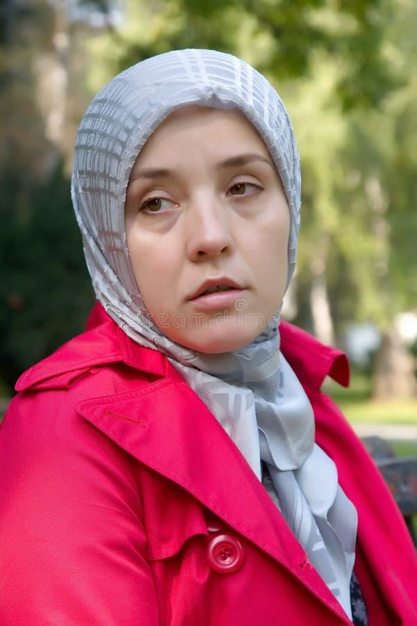 Mulher muçulmana triste fotos de stock royalty free
